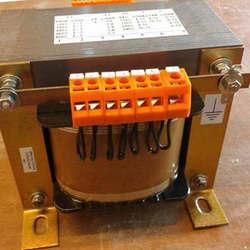 Transformador isolador monofásico