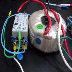 Transformador isolador toroidal
